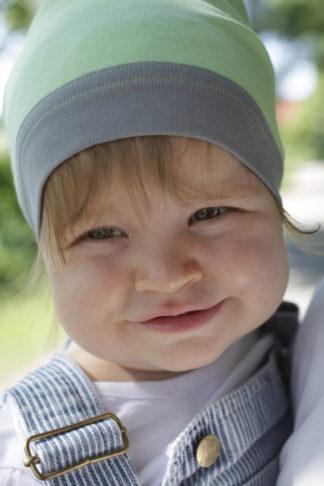 Kleinkind mit Mütze